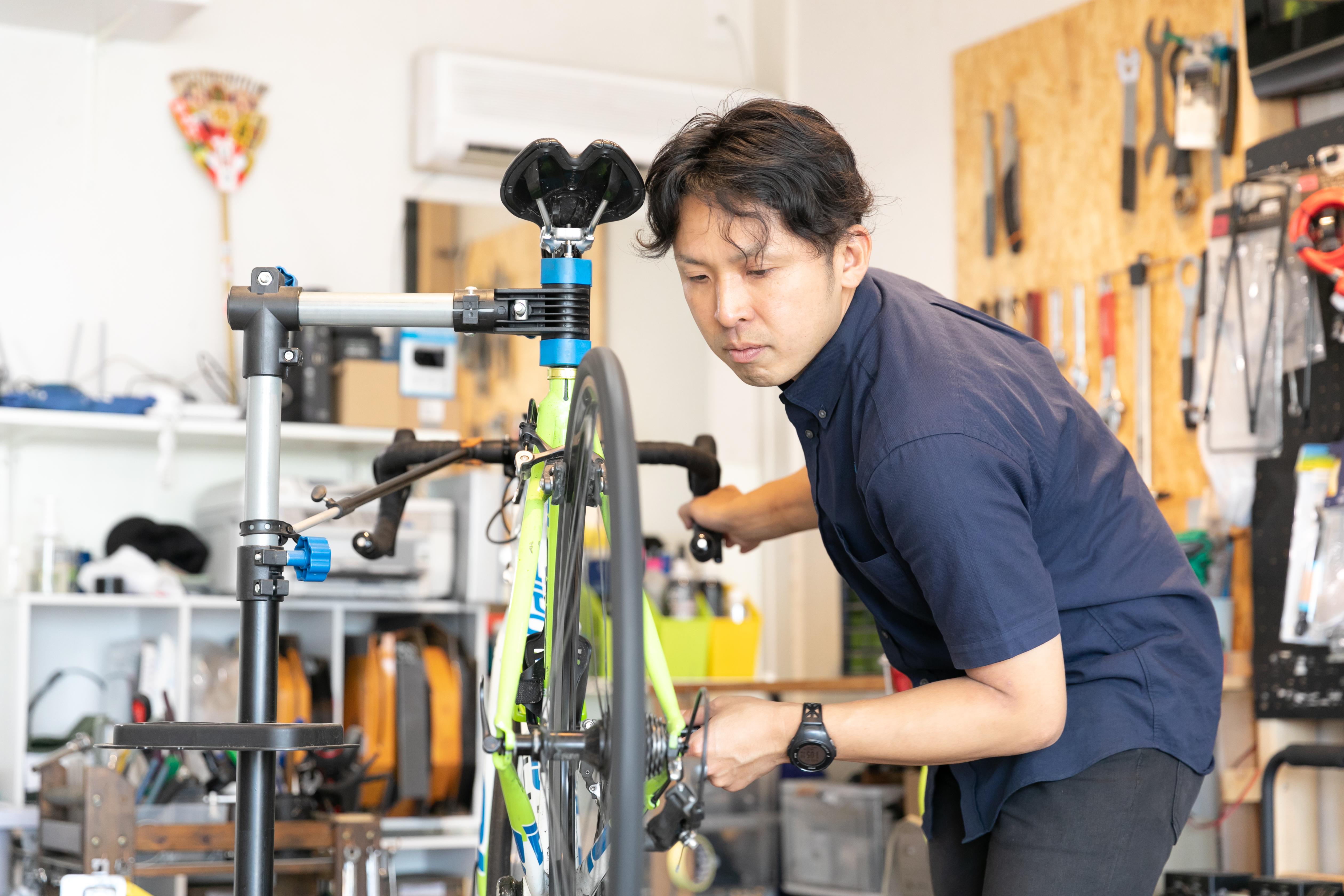 自転車修理画像